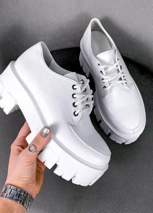 Белые кожаные женские туфли на платформе 36,38,39р код 11098