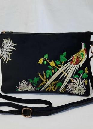 Бархатна сумочка з вишивкою