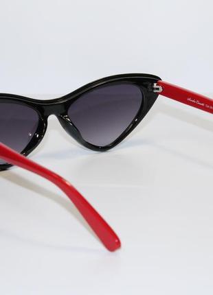 Женские солнцезащитные очки в широкой пластиковой оправе.6 фото