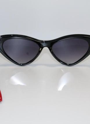 Женские солнцезащитные очки в широкой пластиковой оправе.7 фото