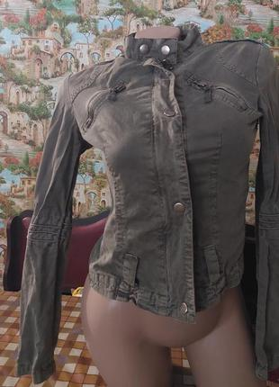 Фирменный стильный пиджак 42-44 размер