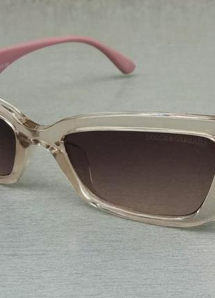 Dolce & gabbana стильные женские солнцезащитные очки узкие коричнево бежевые с розовыми дужками