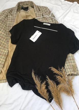Нова чорна базова футболка