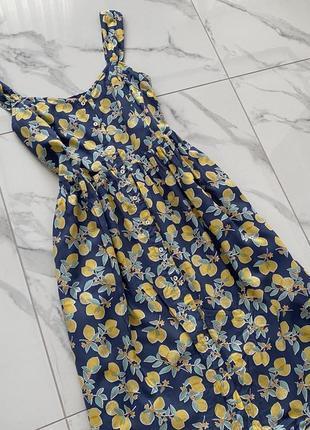 Красивое хлопковое платьес подкладкой  на пуговках  tu