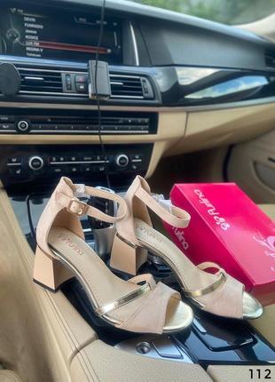 Босоножки на невысоком каблуке бежевые3 фото