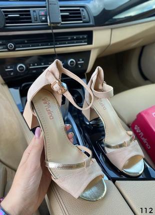 Босоножки на невысоком каблуке бежевые5 фото