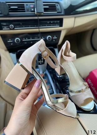 Босоножки на невысоком каблуке бежевые6 фото