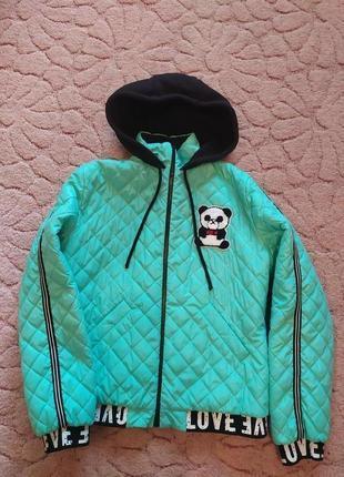 Продам красивую демисезонную курточку на девушку размер м-л