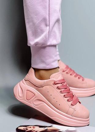 Женские стильные розовые кроссовки