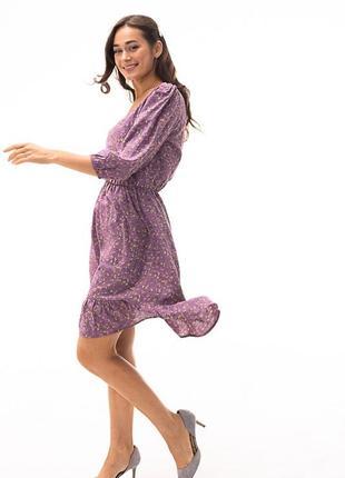 Короткое платье с рукавами 3/4 и цветочным принтом светло-фиолетовое