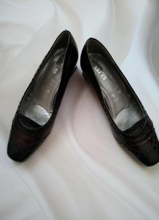 Повністю шкіряні стильні туфлі від ara  р.6