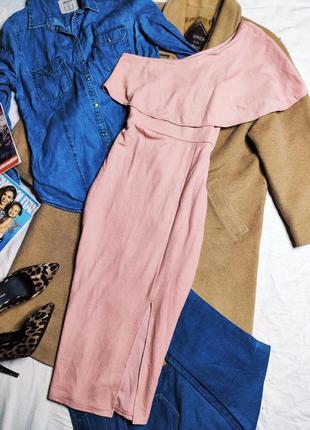 Primark платье розовое пудровое миди с открытым плечом воланом вырез спереди по фигуре