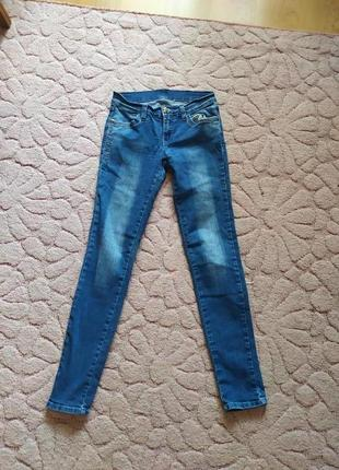 Продам красивые джинсы фирмы gloria jean's на девушку размер м