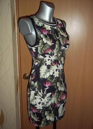 Стильное летнее платье из утягивающей ткани в тропический принт topshop