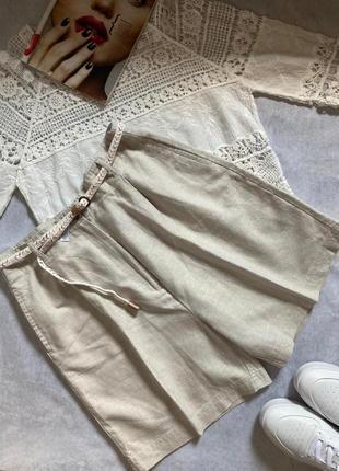 Льняные шорты бермуды с карманами и поясом