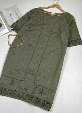 Котоновое платье с вышивкой и кружевом