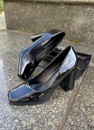 Туфли лаковые с квадратным носком на каблуке 3164