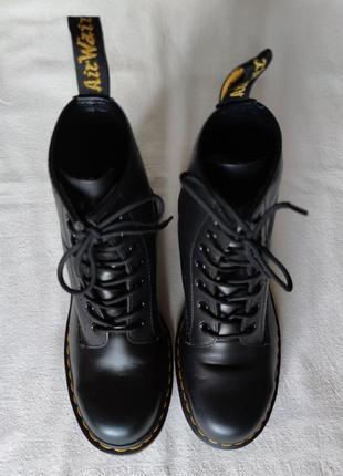 Топовые кожаные ботинки dr. martens 10108.3 фото