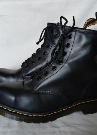Топовые кожаные ботинки dr. martens 10108.2 фото
