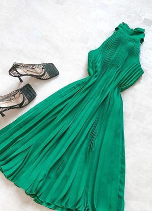 Шикарное плиссированное платье f&f топового насыщенного зеленого оттенка малахит с роскошным бантом