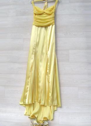 Платье niki livas длинное в пол с шлейфом атласное вечернее выпускное жёлтое