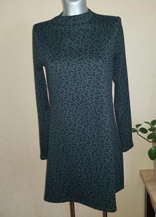 Леопардовое зеленое платье