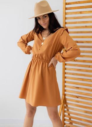 Коричневое короткое платье с рюшами на плечах