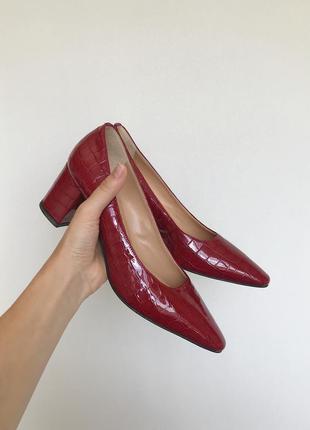 Красные лаковые туфли russell&bromley