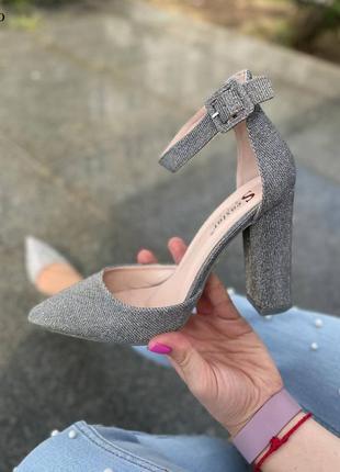 Шикарные серебристые туфли лодочки на устойчивом каблучке