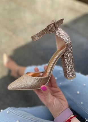 Шикарные золотистые туфли лодочки на устойчивом каблучке