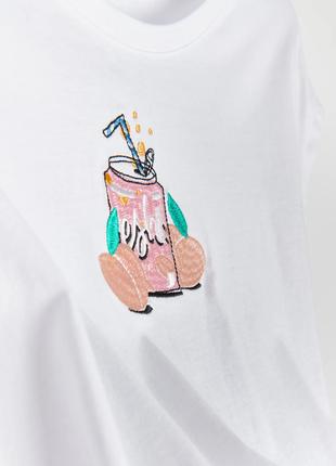 Белая хлопковая футболка с нашивкой персик