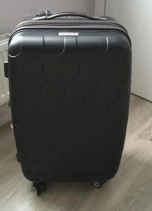 Новый чемодан на колесах
