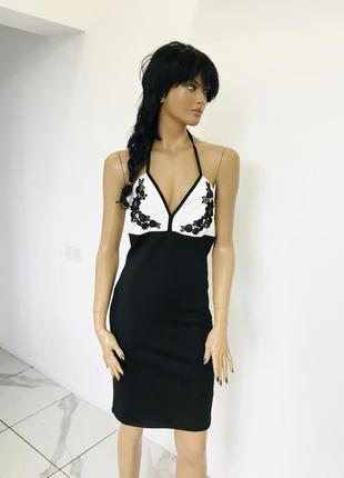 Трендовое нарядное платье карандаш с вышивкой на груди new look 1+1=3 на всё 🎁