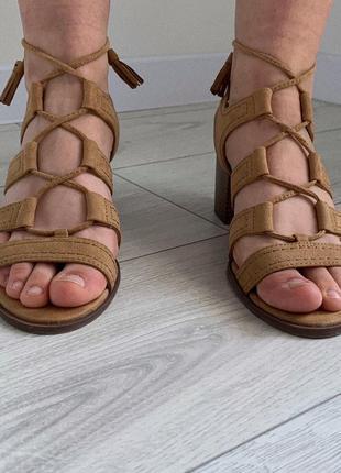 Босоножки бежеві, босоніжки на середньому каблуку, бежево-коричневый босоножки.