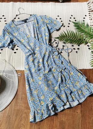 Блакитна сукня в квітковий принт на запах primark голубое платье на запах в цветы