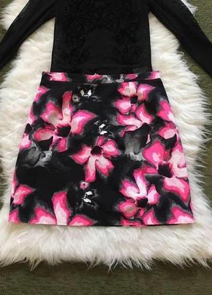 Чёрная юбка в розовые цветы из плотного кoттона, 10/м.