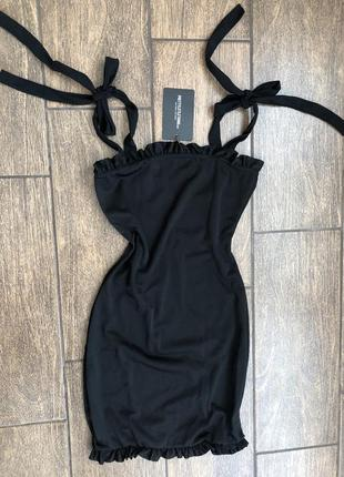Новое летнее платье с бирками с оборками завязки на бретельках prettylittlething