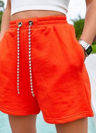 Стильные спортивные шорты, цвет - оранжевый, женские удлиненные шорты со стразами