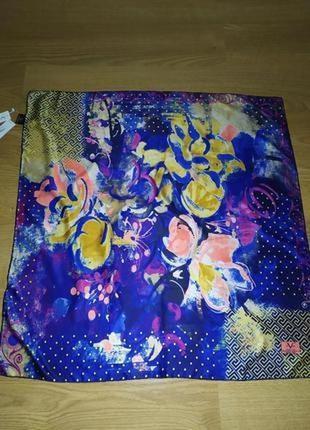 Фирменный платок, идеально на подарок, новый, шов роуль