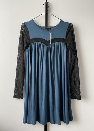 Мини- платье с кружевом