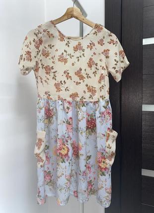 Летнее платье в цветы с открытой спинкой