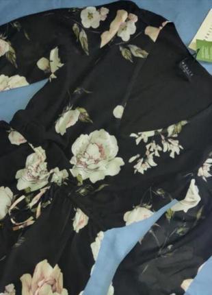 Платье в цветы от известного бренда mohito