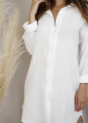 Женская муслиновая рубашка белого цвета на лето