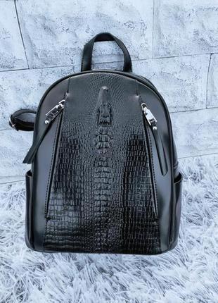 Жіночий шкіряний рюкзак під рептилію в кольорах чорний