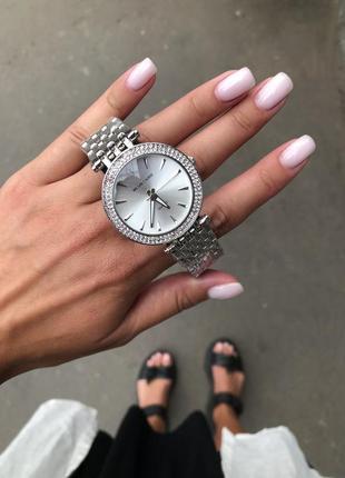 Часы серебро в сверкающих камнях