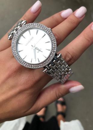 Часы серебро в сверкающих камнях2 фото