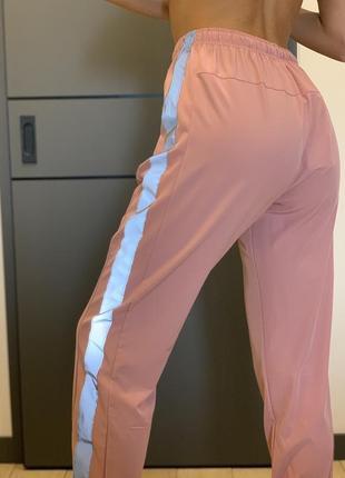 Женские летние спортивные штаны с лампасами андер армур брюки under armour