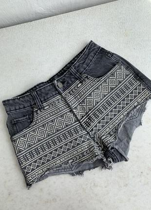 Bershka шорти джинсові