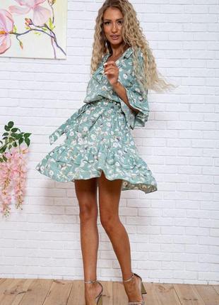 Женское платье летнее короткое с цветочным принтом с поясом фисташковое зеленое красивое модное на короткий рукав легкое свободное