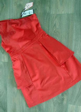 Платье женское коралловое на одно плечо с боковыми фалдами и застежкой молнией на спинке..